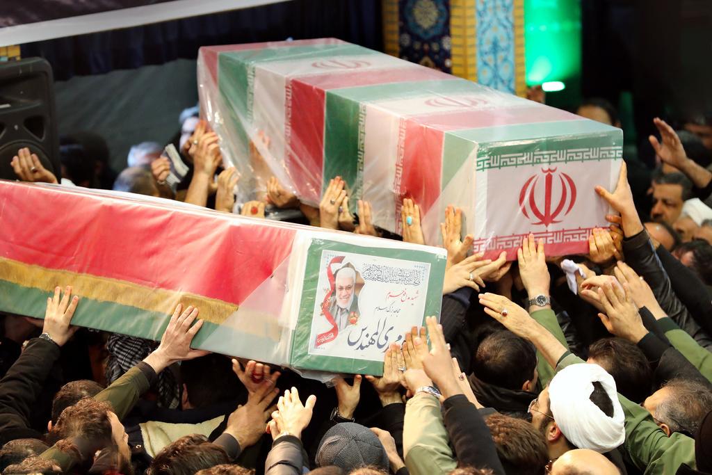 تصویر فیلم| سپهبد شهید قاسم سلیمانی در میان اقیانوس مردم تهران