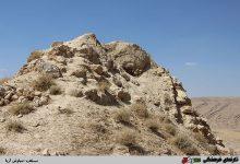 تصویر قلعۀ ساسانی تَنگِ خمار فسا، شگفت اَنگیز، ولی ویرانه