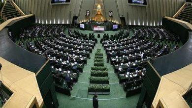 تصویر صحبت جمعی از کسبه بازار و مردم با نمایندگان شهر کرمان در مجلس