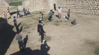 تصویر بازی و تمرین ورزشی کودکان در عمارت ساسانی خسرو!