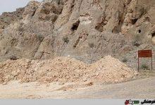 تصویر آثار تاریخی «تنگ گنجک» در قادر آباد پارس در معرض تخریب از سوی معدن شن و ماسه
